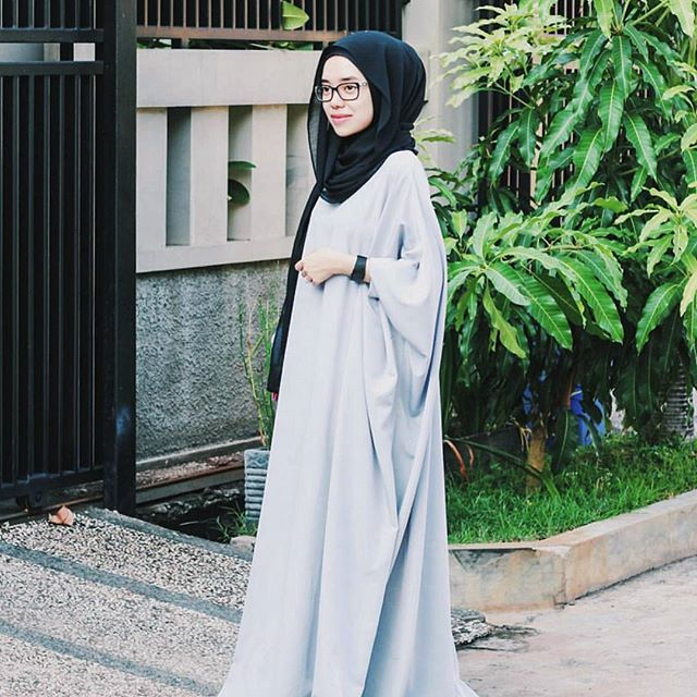 Instagram photo by _saeofficial - Our lovely friend, @pupututami wearing Noir Abaya in Light Grey.  Noir Abaya is our best seller item. We always restock 'em as many as we can. And yes, Noir are still available online in Grey (1 tone darker than this pict) and Camel.  For purchase and details, kindly text us through Whatsapp.