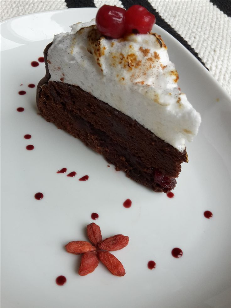 #pkuproef low protein chocolate with merengue cake. Watch how it is made on https://www.youtube.com/watch?v=S8vPpC8Ovls&t=17s