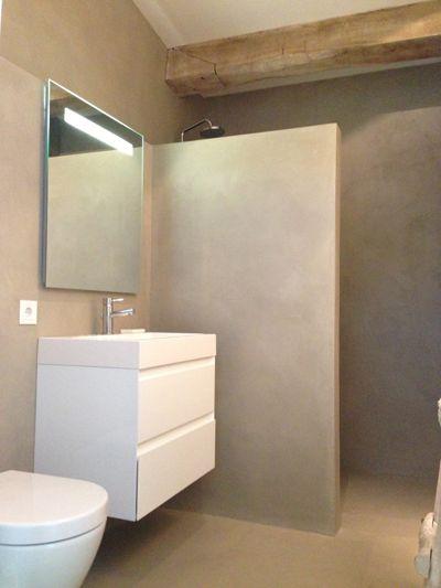 Badkamer betonstuc nieuwbouw huis door Molitli Interieurmakers