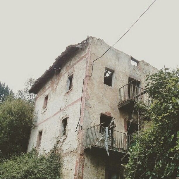 Balmaseda.  Casa abandonada.