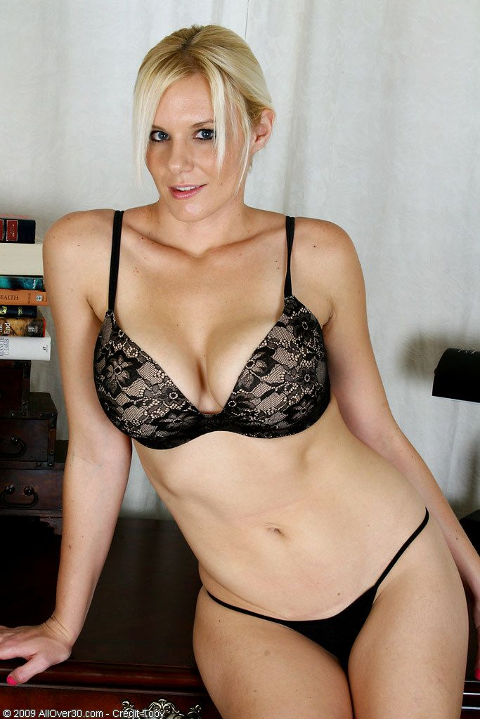 pierceville milf women Hot woman in batesville, indiana it's time to begin your best experience with online dating, it's time to meet sexy women or mature women in.