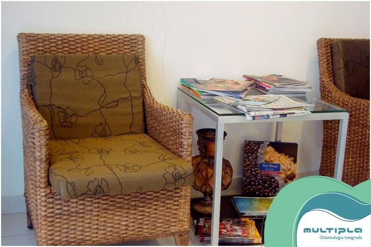 Espaço da leitura na sala de espera.