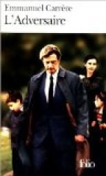 En 1993, Jean-Claude Romand a tué sa femme, ses enfants et ses parents avant de tenter en vain de se suicider.  Emmanuel Carrère retrace cette histoire incroyable. Les dix-huit années qui précèdent la tragédie, JC Romand aura réussi à faire croire à son entourage qu'il était médecin, travaillait pour le compte de l'Organisation Mondiale de la Santé (OMS) à Genève, qu'il avait pour ami Bernard Kouchner...