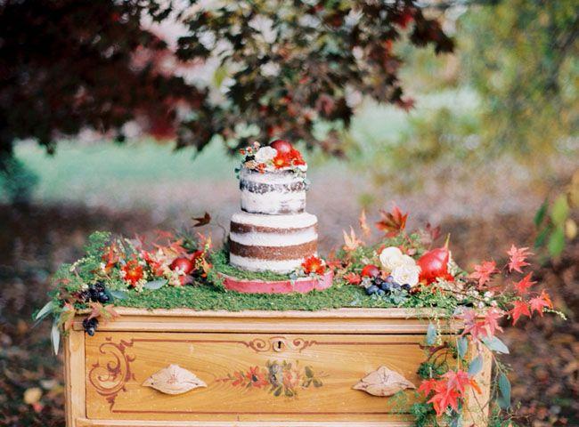 Holiday-inspired naked cake display