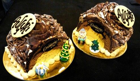 Tronchetti di semifreddo con cuore di gelato e morbido pan di spagna. Decorazioni fatte a mano (by Ramona Rocca)