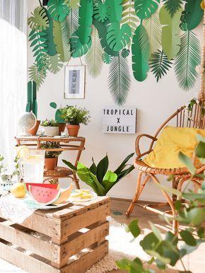 Destination tropicale pour un photobooth très jungle ! Du bois, des couleurs acidulées, du vert et du soleil. Rien de plus.