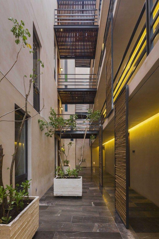 Galería de Sabor a Miel / Reyes Ríos + Larraín Arquitectos + Gabriel Konzevik - 13