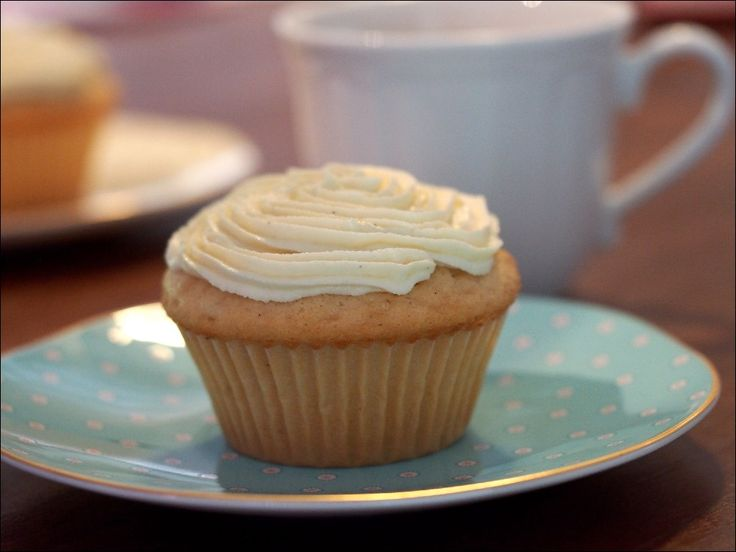 Introducing: A Moist Vanilla Cupcake - Red Hill Recipes