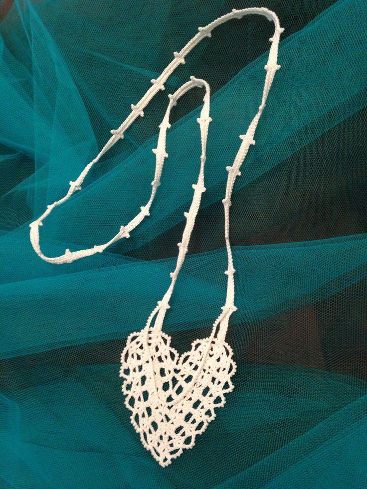 macramè heart necklace