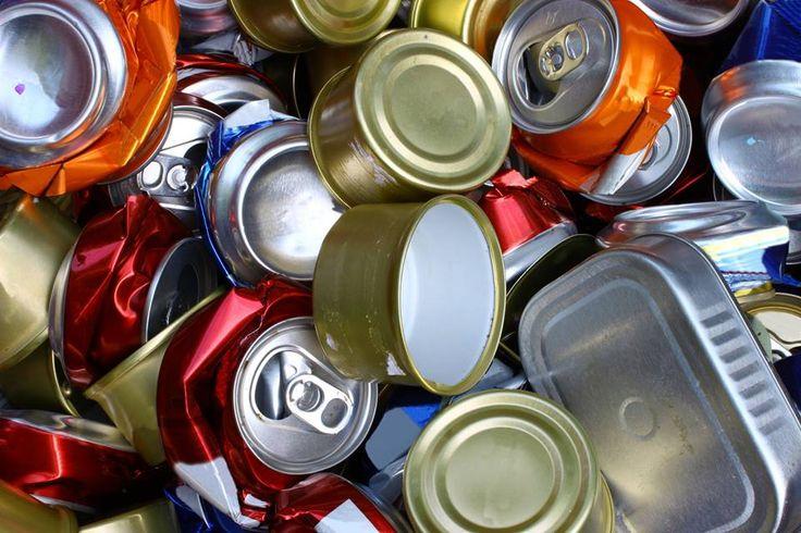Definición de reciclaje? El reciclaje consiste en obtener una nueva materia prima o producto, mediante un proceso fisicoquímico o mecánico, a partir de productos y materiales ya en desuso o utilizados. De esta forma, conseguimos alargar el ciclo de vida de un producto, ahorrando materiales y beneficiando al medio ambiente al generar menos residuos.El reciclaje surje no sólo para eliminar residuos, sino para hacer frente al agotamiento de los recursos naturales del planeta.  www.Scrapclix.com