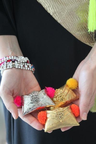 mehendi favors, gifts on mehendi to distribute, mini clutches,Boutique Jalouze