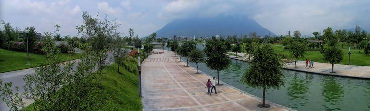 Monterrey, México: El Paseo Santa Lucía después del Huracán Alex