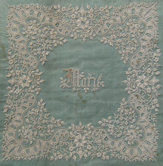 18世紀手刺繍ホワイトワークハンカチーフパネル                                                                                                                                                                                 もっと見る