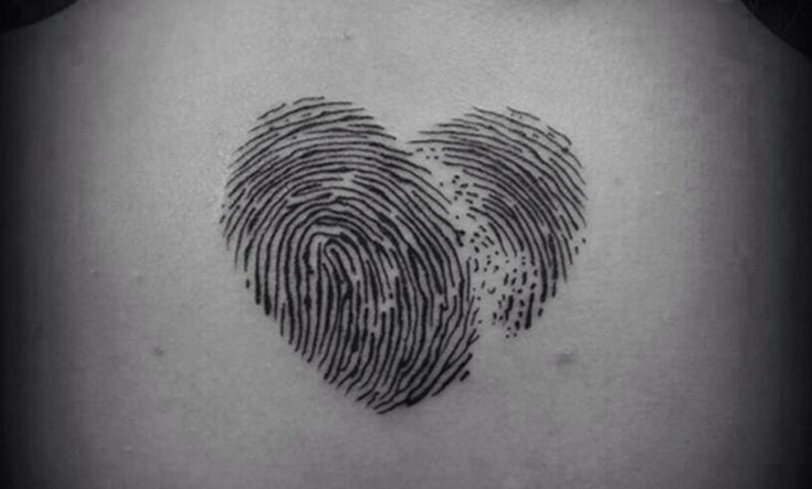 Los tatuajes de huella dactilar son una bonita forma de representar un compromiso o un homenaje a un familiar o ser querido. Un tatuaje muy…