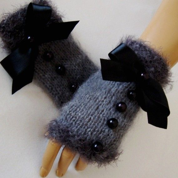 Fingerless Gloves...Feminine..Love these...They need a little smaller bow!
