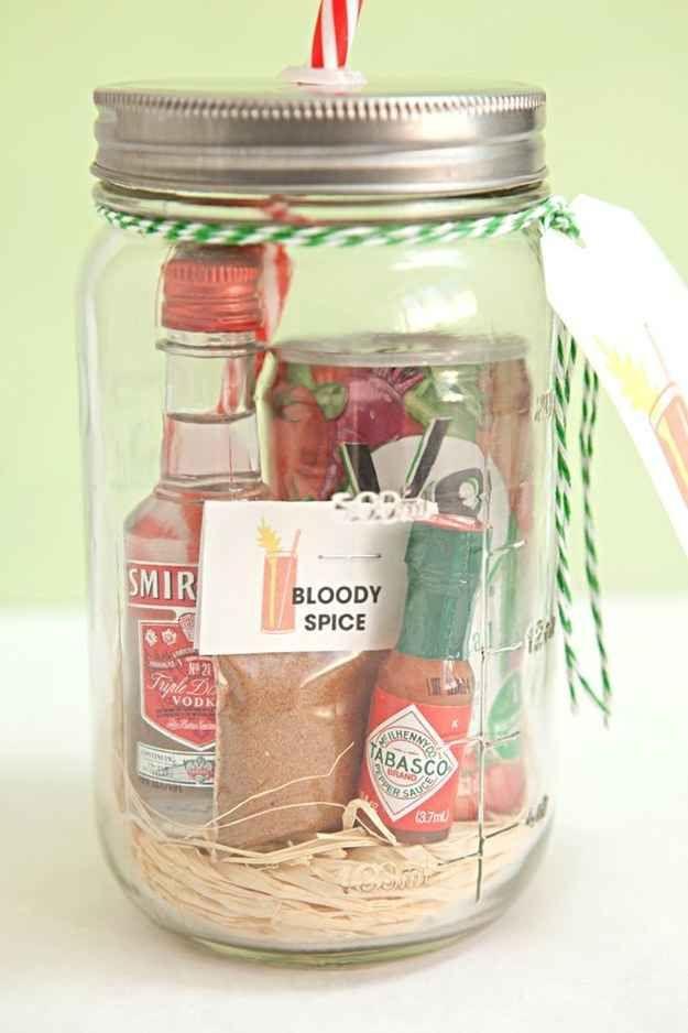 O amante de blood mary vai ter seu coração apimentado totalmente derretido com um kit com mini ingredientes para o drink.