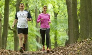 Een trailrun van 15 km en 400 hoogtemeters door de uitgestrekte natuur van Veluwezoom. Bekijk en print de route hier.