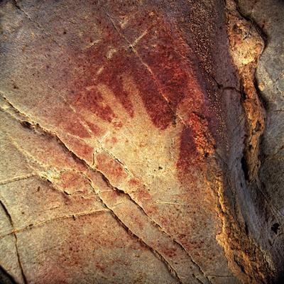 Mehr als 10.000 Jahre alt ist diese Felsmalerei mit der Hand eines Steinzeitmenschen. Kann man sich ansehen und staunen in den Höhlen von #Kantabrien in #Nordspanien. Höhlenanlage Monte Castillo.