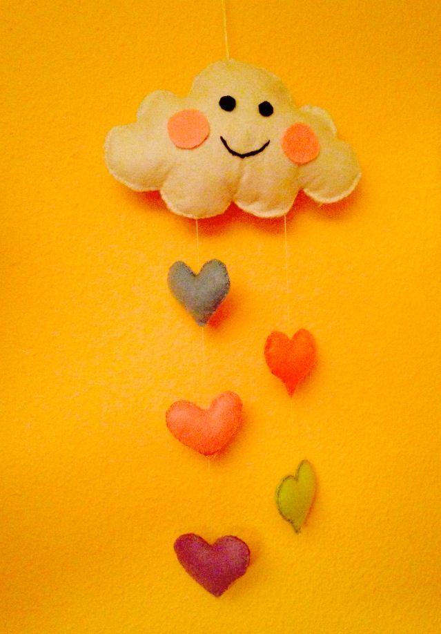 nube lluvia de corazones de fieltro