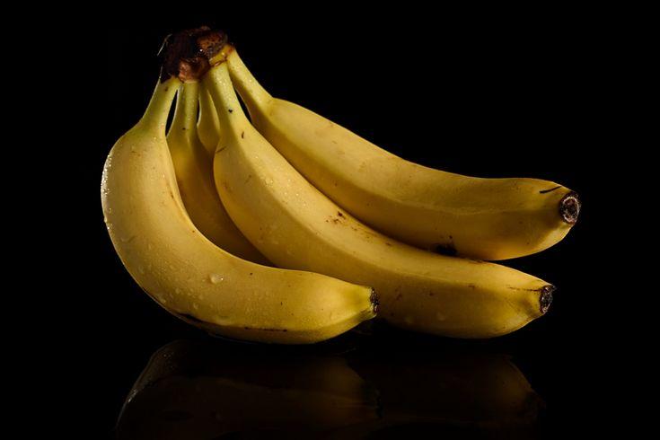"""BANANAS - L. Fornaciari """"Trovo la frutta con i suoi colori saturi e le sue sfumature un soggetto fotograficamente interessante. Amo fotografare oggetti in un contesto neutro come un fondale nero, rappresentare l'oggetto per quello che è fuori da ogni contesto che possa definire una funzione o uno scopo. In questo modo il cesto di banane, non è più solo cibo, ma l'oggetto nel suo intero essere."""""""