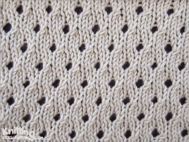 Staggered Eyelet stitch pattern | knittingstitchpatterns.com