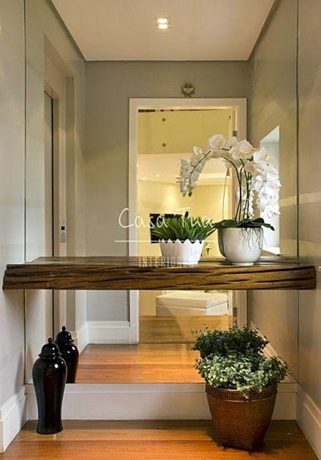 Um hall é aquele espaço perto entrada que dá as boas-vindas da sua casa. Hoje, noos pequenos e médios apartamentos esta área é, em geral, inexistente.O que fazer? Vem ver!