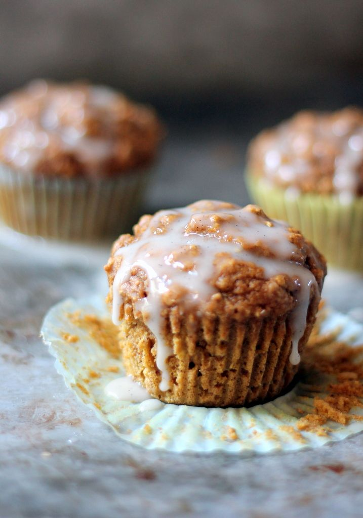 Healthy Chai-Spiced Pumpkin Oatmeal Muffins with a lovely cream cheese vanilla bean glaze!