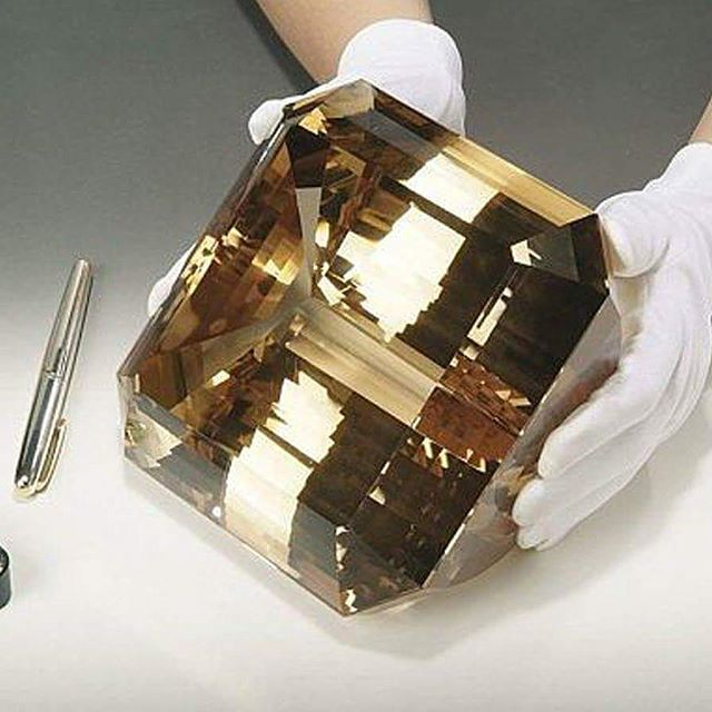 """The """"El-Dorado Topaz"""" is the largest faceted topaz and the largest faceted gemstone in the world, weighing a whopping 31,000 carats equivalent 6.2 kg. It exceeds the weight of the faceted """"American Golden Topaz"""" by about 8,100 carats. Like the """"American Golden Topaz,"""" the """"El-Dorado Topaz"""" also originated in the mineral-rich southeastern state of Brazil, Minas Gerais, the premier source of enormous topaz crystals in the world. The El-Dorado Topaz was discovered in 1984. #eldoradotopaz"""