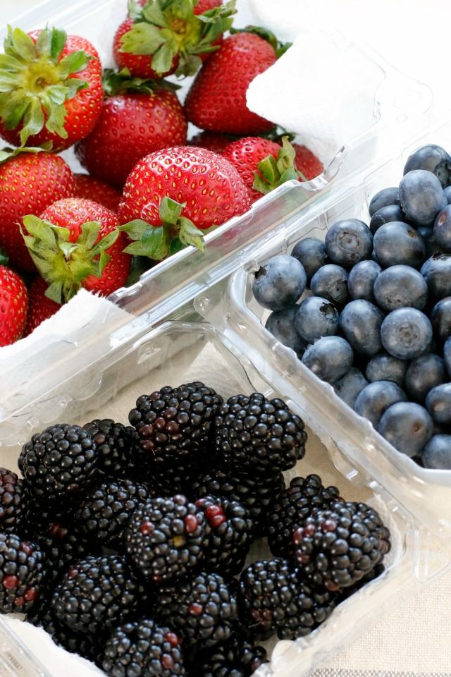How To Keep Berries From Getting Moldy And Gross | Washing and Storing Fresh Berries
