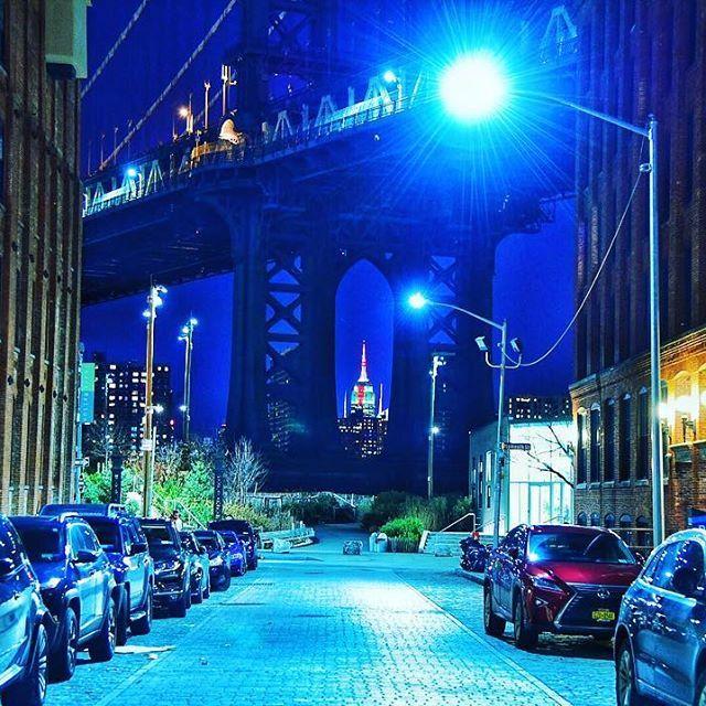 Instagram【nmt2305】さんの写真をピンしています。 《ブルックリン橋越しのエンパイアステートビル( ✧Д✧) カッ!! #ブルックリン橋  #ブルックリン #エンパイアステートビル  #マンハッタン #ニューヨーク #摩天楼 #夜景 #綺麗 #アメリカ #写真好きな人と繋がりたい  #ファインダー越しの私の世界》
