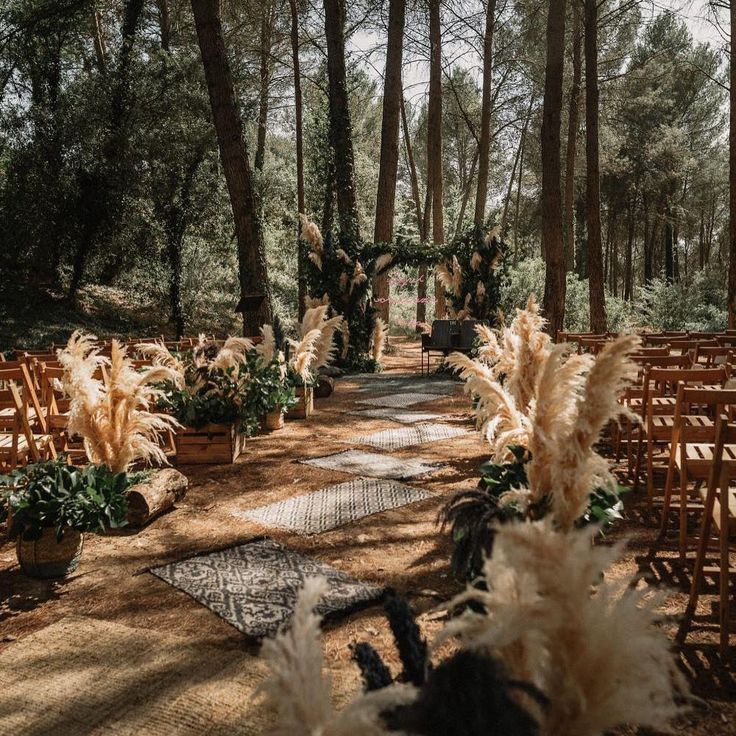 Pampas Grass Aisle Runner Photographed by @pablo_laguia via @rockmywedding   The Pink Bride®️️ www.thepinkbride.com