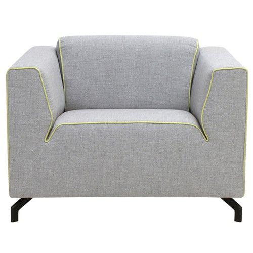 De fauteuil Bodill grijs/geel heeft een grijze stof en is afgewerkt met een gele bies.