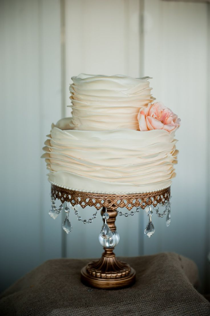 Keep your cake itself simple and place it on a decorate or elaborate stand for a stunning look for less! #weddingcakes #decor #pretty
