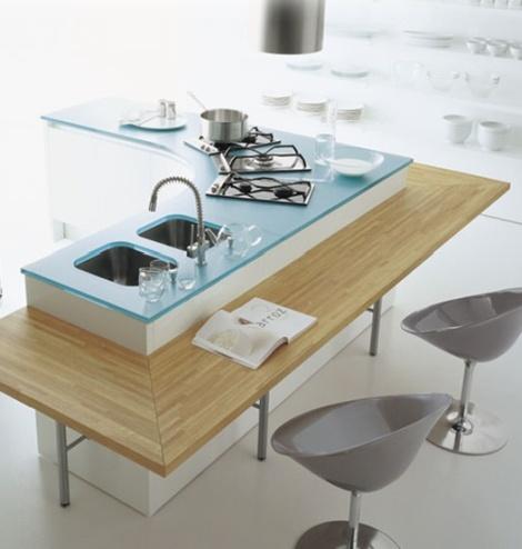 Glazen keukenwerkblad op maat gemaakt voor vrijstaande keuken. Leverbaar via Glazz.nl vanaf € 59,50.