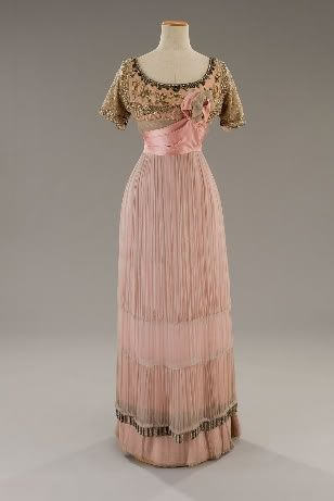 1912...with some froths of pink champagne and Cary Grant on an arm....it would be perfect!!