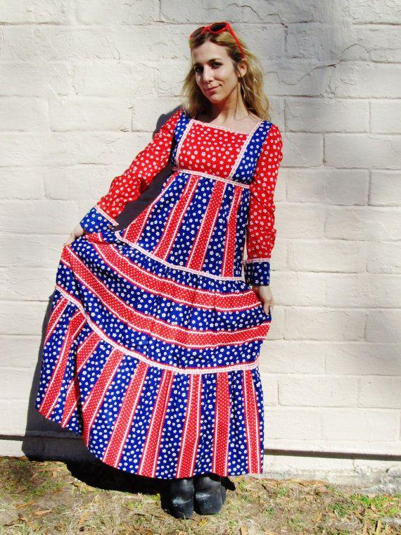 ROUGE bleu floral maxi robe blanche. robe FESTIVAL de style de passe-temps de houx. robe de la Prairie. jupe à plusieurs niveaux. Womens xs petit. taille de l'Empire. hippie folk