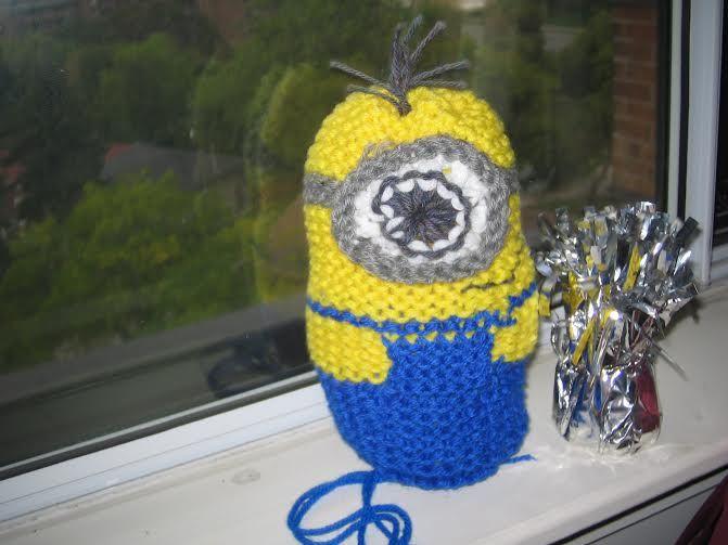 Minion tejido en telar - Loom knitted minion by Heather S