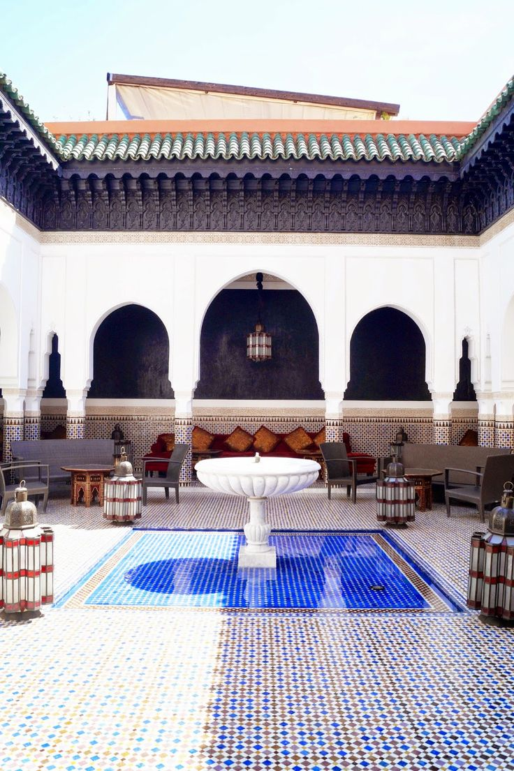 La mamounia a beautiful adventure best fans photos for Moroccan style decor in your home