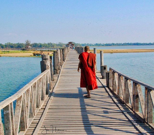 U Bein Bridge (Burmese: ဦပန တတ) is a crossing that spans the Taungthaman Lake. Amarapura Myanmar December 2006 . . . . . #thattravelblog #lonelyplanet #myanmar #mandalay #justgoshoot #TheGlobeWanderer #worlderlust #worldcaptures #TravelAwesome #nakedplanet#awesome_earthpix #traveller #traveltheworld #welltravelled #travels #travelpics #travelphoto #joestravels #singaporejoe #asia #southeastasia #travelasia #everydayasia #photooftheday #travelgram #wanderlust #ilovetravel…