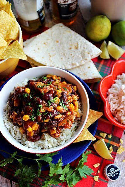 Bármikor jöhet egy jó, fűszeres-csípős étel a világ bármely tájáról. Most éppen egy csipet Mexikót varázsoltam a tányérra. Tortilla receptet kerestem, akkor bukkantam rá erre a gyöngyszemre. Azon kívü