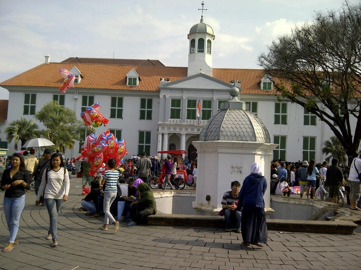 Fatahillah museum was used to be the old city hall (Stadhuis) of Batavia (Jakarta). Built in 1707 - 1710 by Dutch governor general Johan Van Hoorn. Located in the oldest part of Jakarta. now it becomes one of the main tourist attraction