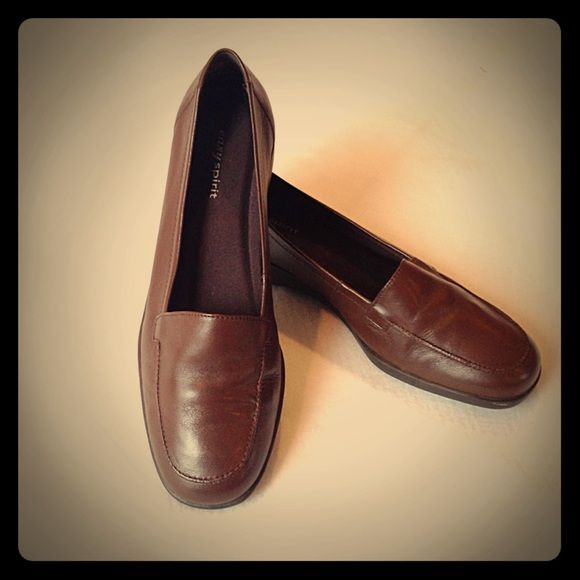 25% OFFEasy spirit brown loafers Brown leather loafers, comfortable and in excellent condition Easy Spirit Shoes Flats & Loafers