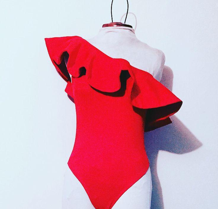 Body LUCíA / color rojo @anaarangodesign en instagram