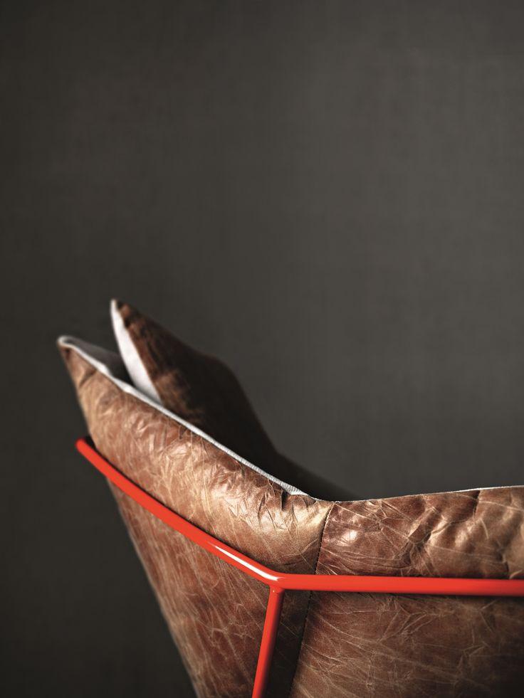 Poltrona imbottita con braccioli NEW YORK ARMCHAIR by Saba Italia design Sergio Bicego