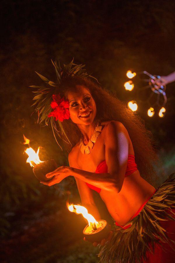 Fire Dancing Photography From Soul Fire Productions In Kauai Hawaii Adding Fire Dancing And More To Polynesian Dance Hawaii Destination Wedding Hawaii Wedding