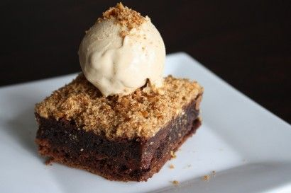 Chocolate Brownies with a Pretzel Crumble: Pretzels Brownies, Chocolates Pretzels, Butter Ice, Ice Cream, Brown Butter, Pretzels Crumble, Dark Chocolates Brownies, Desserts Chocolates, Chocolate Brownies