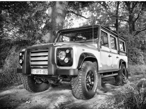 Op het Brusselse autosalon werd begin dit jaar de Defender Exclusive voorgesteld. Toen ik vervolgens bij een dealer een testrit deed met een gewone Def 90 wilde ik al na 500 meter ... | Gebruikersreview van auto door lezer van AutoWeek