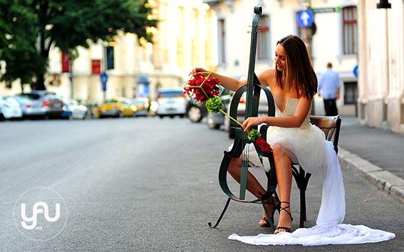 Summer bouquet_ for International Floral Art 12-13_floral design: Elena Madalina TOADER, foto: Sebastian Moise, model: Alinda Banica http://blog.yau.ro/ #internationalfloralart #floralart #floraldesign #art #design #flowers #wedding #weddingbouquet #elenatoader #weddingflowers