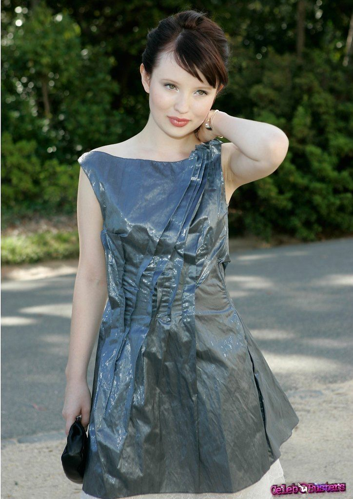 Emily-Browning-pictures-18479-10.jpg (724×1024)