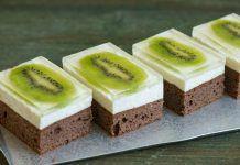 Negresă cu friscă pufoasă si kiwi. Este un desert dulce – răcoritor, usor de preparat